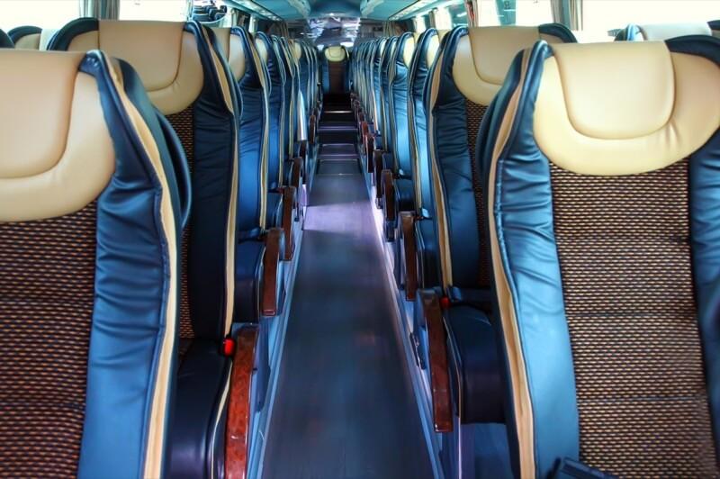 Pasillo de un autobús con butacas Agile 4540