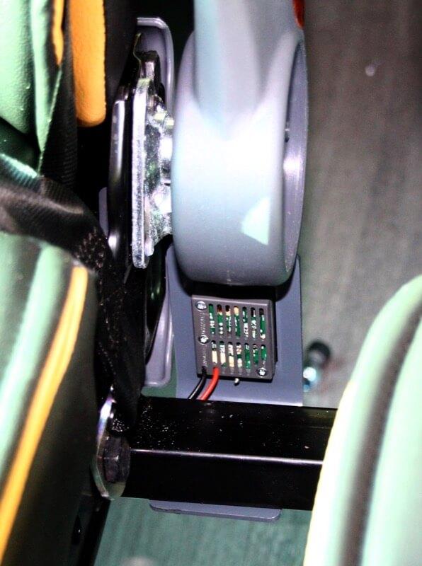 Detalle de las conexiones de la parte de abajo de la butaca